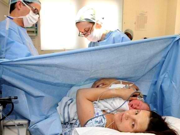 Преимущество кесарева сечения в сохранении жизни маме и ребенку