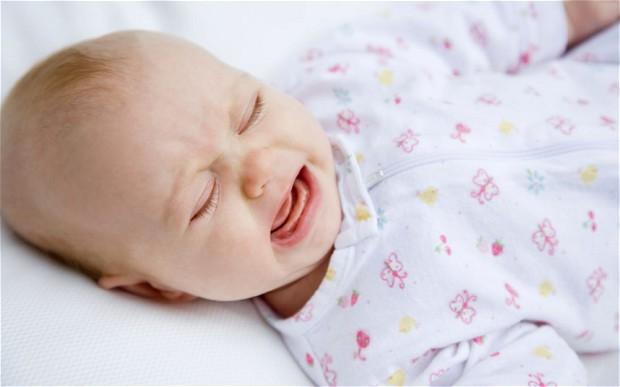 Ребенок плохо спит из-за мокрых пеленок