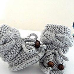 Пинетки спицами для новорожденных: нарядные и повседневные модели