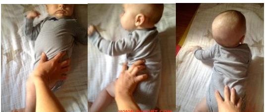 3 кадра как переворачивают малыша в полосатом боди со спины на живот
