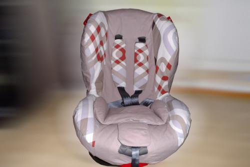 Кресло в сшитом своими руками бежево-розовом чехле