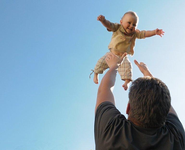 Ребёнок с папой