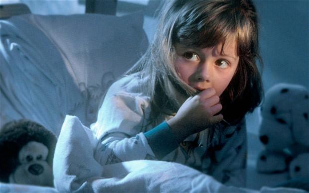 Девочка боится темноты