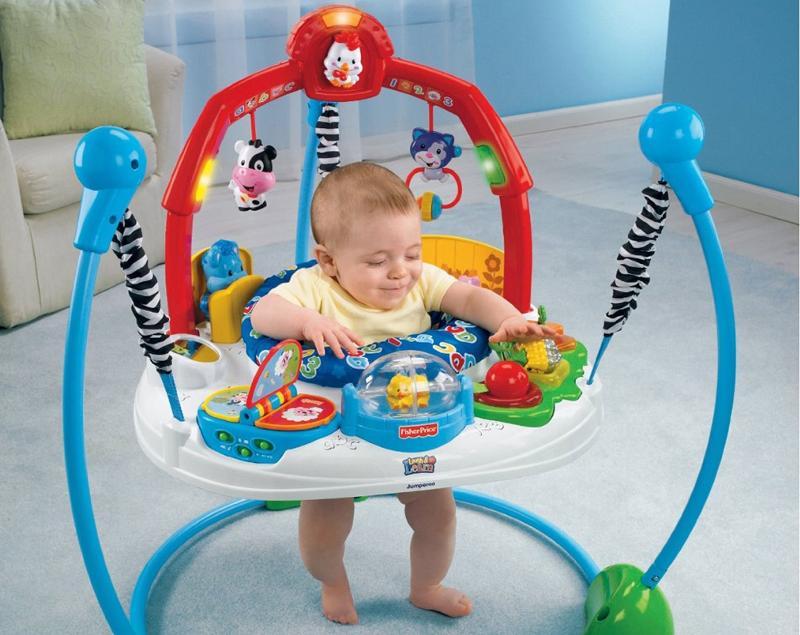 Ребёнок в мобильных прыгунках с опорой на полу