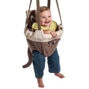 Ребёнок в возрасте старше 4 месяцев в прыгунках с круговым бампером