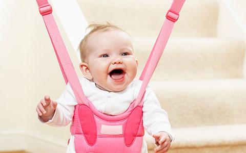 Ребёнок в розовых прыгунках