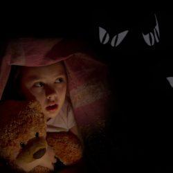 Ребёнок боится спать один: причины и способы решения проблемы