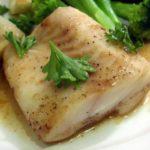 Запечённая рыба с овощами и зеленью