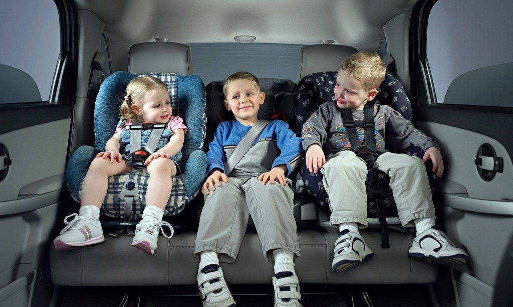 Дети в автокреслах