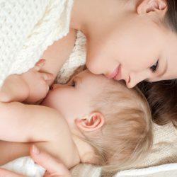 Что делать маме, чтобы кормить малыша правильно
