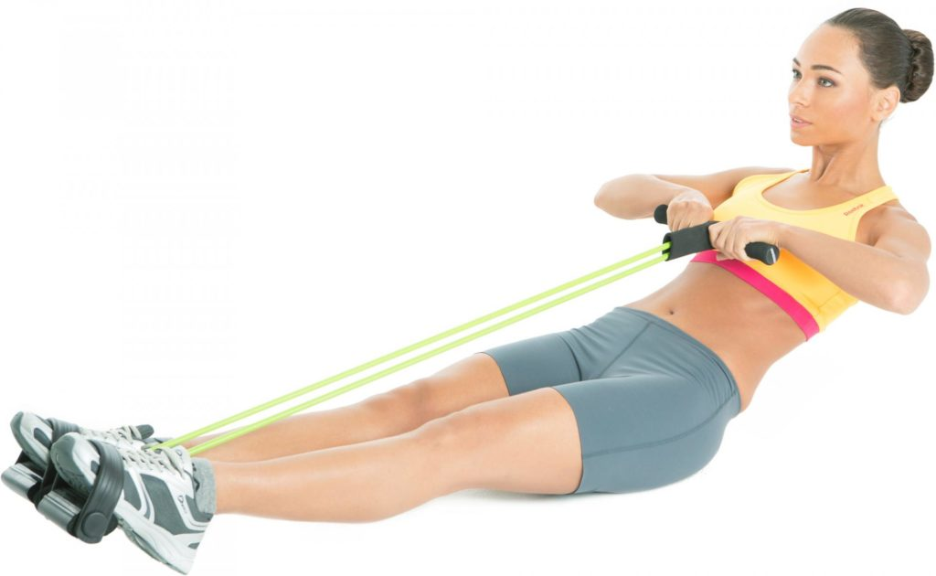 Упражнение с резинкой на полу