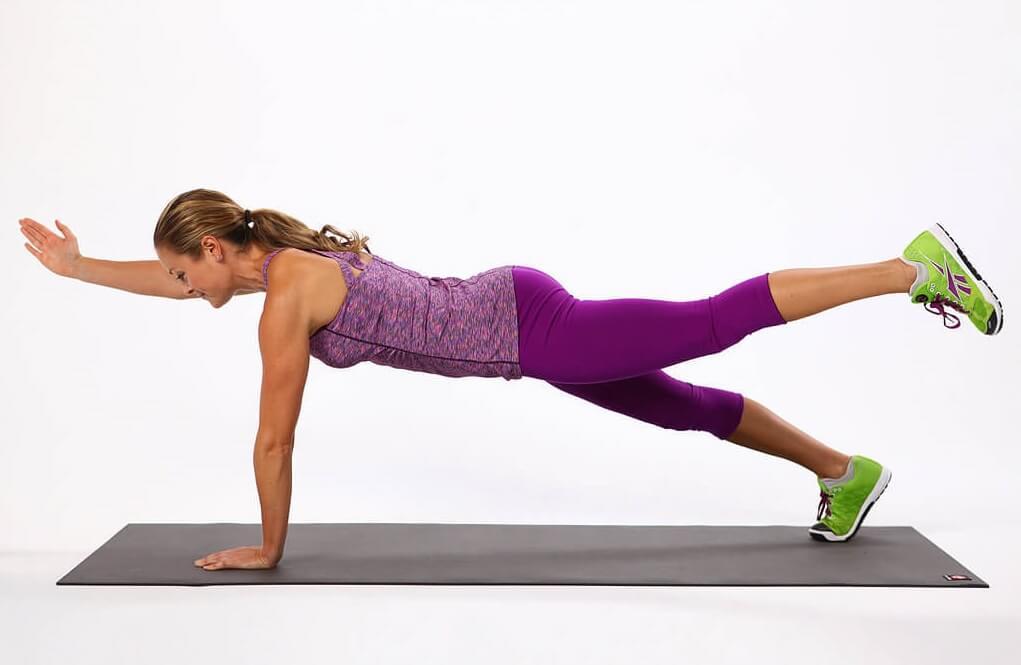 Выполнение упражнения диагональная планка